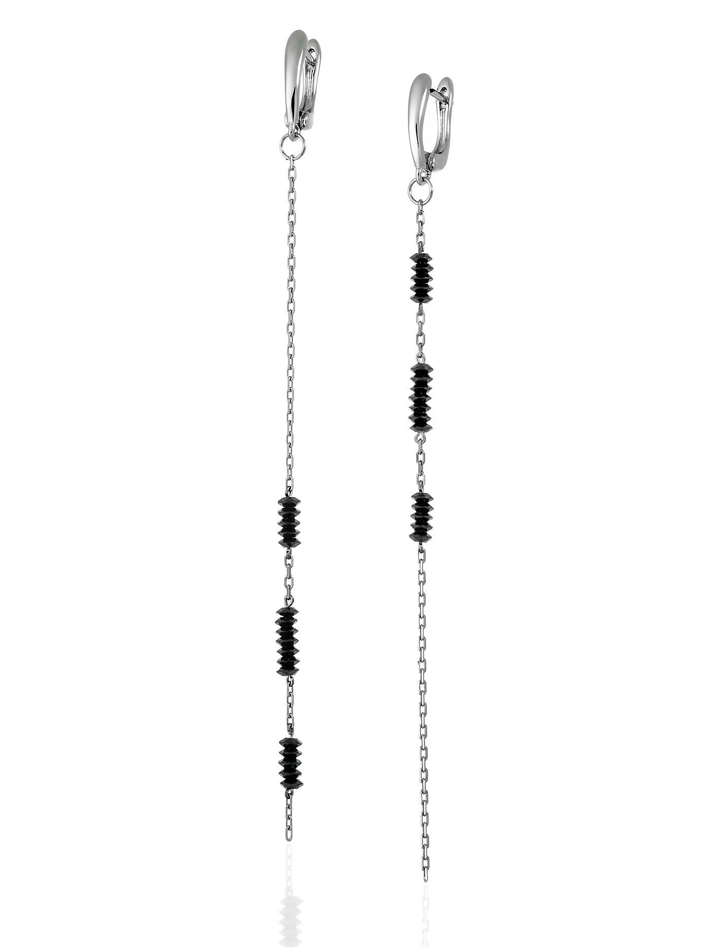 Асимметричные серьги с черной шпинелью на серебряной цепочке