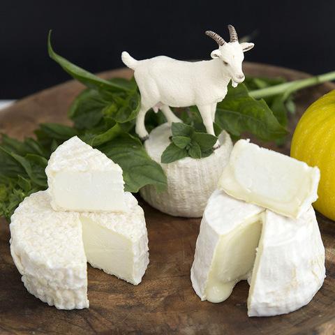 Фотография Козий сыр мягкий «Кроттен» / 100 гр / РАСПРОДАЖА купить в магазине Афлора