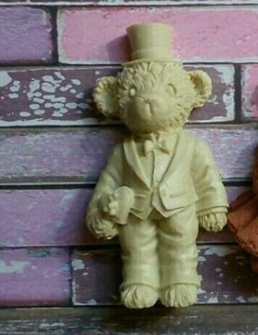 Д0029 Пластиковый декор. Мишка мальчик. Размер 6,5х3,5 см