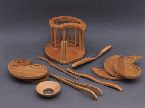 Набор инструментов с подставками под чашки