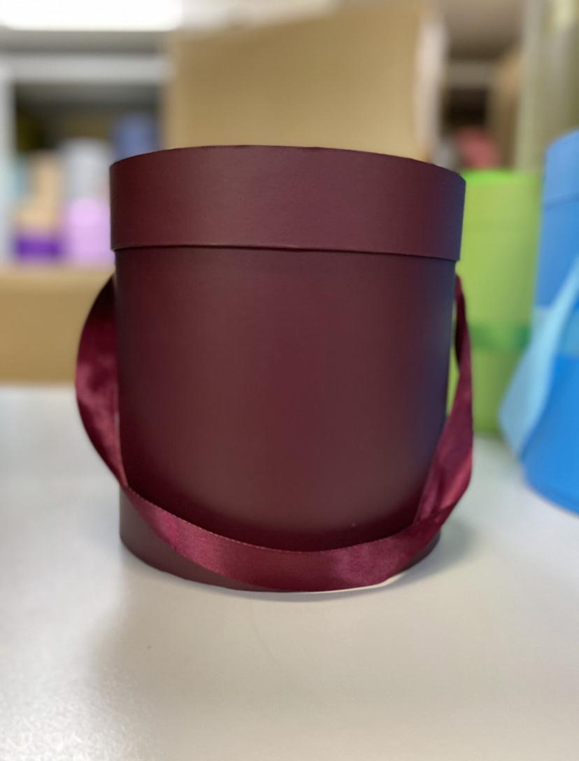Шляпная коробка эконом вариант 18 см . Цвет: Бордо . Розница 350  рублей .