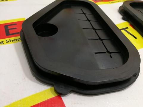 Грязезащитные заглушки проемов рулевых тяг для Лада Гранта/Калина.