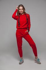 Спортивный костюм женский красный с капюшоном купить
