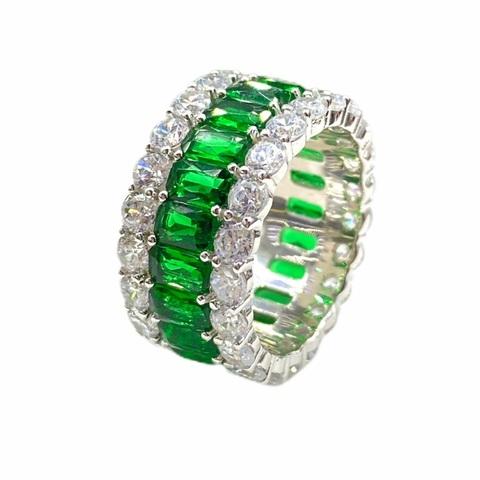13099- Широкое кольцо-дорожка из серебра с изумрудными и белыми цирконами