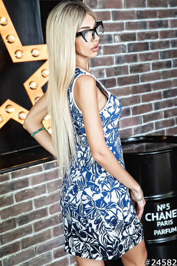 Летнее льняное платье-футляр, с принтом синие цветы