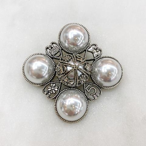 Брошь Орден с жемчужными кабошонами белый серебряный