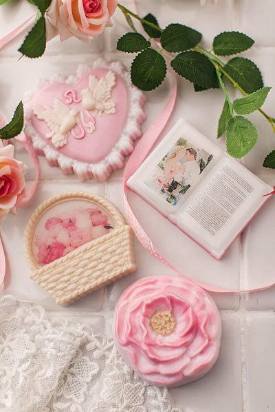 Мыло ручной работы в форме книг и других предметов