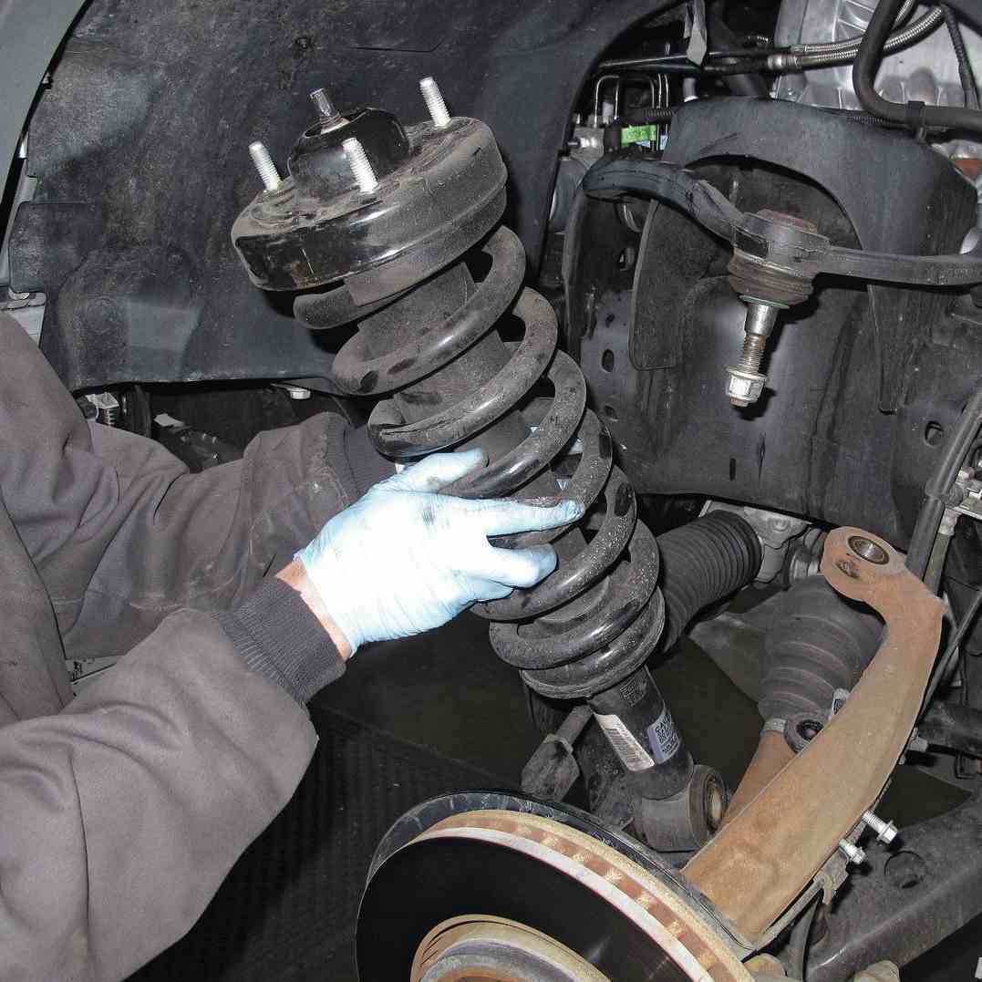 Замена передних пружин Mitsubishi Pajero 4