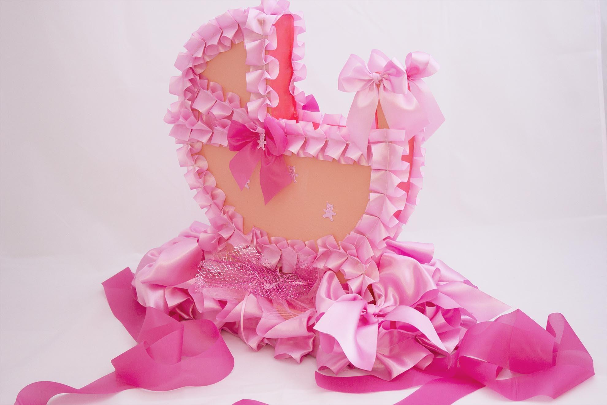 Коляска на крышу розовая