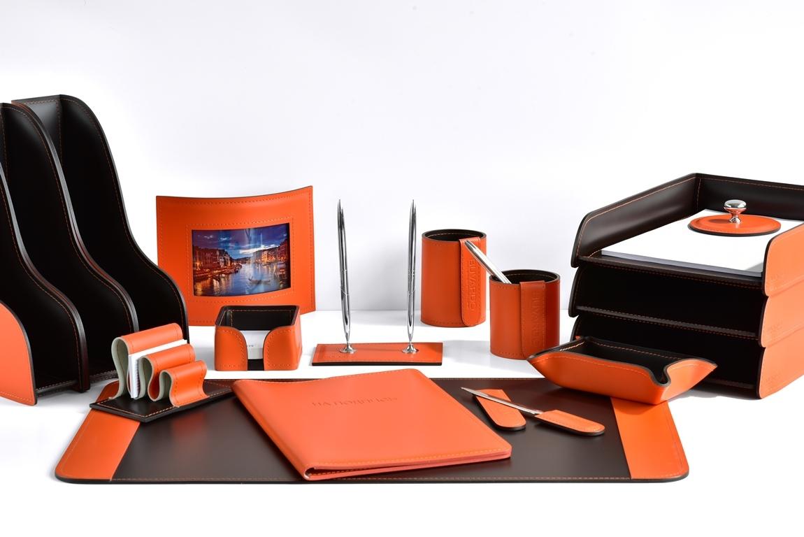 набор на стол руководителя с папкой для документов из кожи