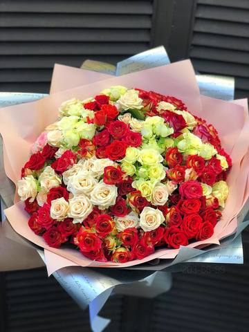Букет из 51 кустовой розы #29010