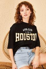 Qadın üçün geniş ölçülü qara t-shirt Houston 10501026
