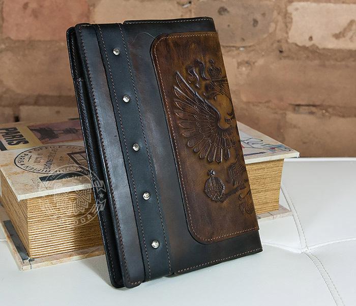 BC120-2 Мужской подарочный кожаный ежедневник ручной работы с гербом (А5) фото 03