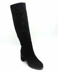 Черные сапоги из замши с декоративной вышивкой