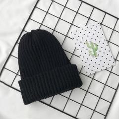 Вязаная шерстяная шапка с отворотом черная