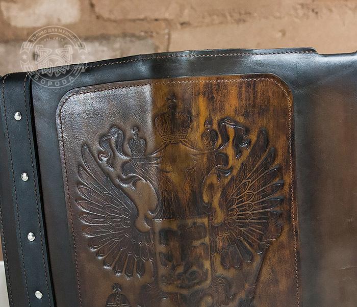 BC120-2 Мужской подарочный кожаный ежедневник ручной работы с гербом (А5) фото 08