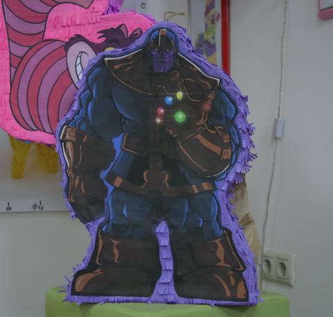 пиньята Танос