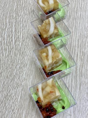 Галантин из кальмаров с морским гребешком и айоли авокадо