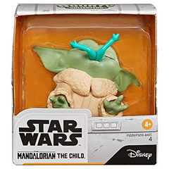 Фигурка Star Wars Bounty Collection Mandalorian Baby Yoda Froggy Snack