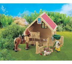 Sylvanian Families Конюшня с пони (грабли, трава, ведерко, уздечка, лопатка) (2782)