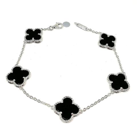 62401- Браслет Trendy из серебра с подвесками клевер с  черной вставкой- 5 мотивов