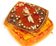 Шкатулка из янтаря с жемчугом Стрекоза