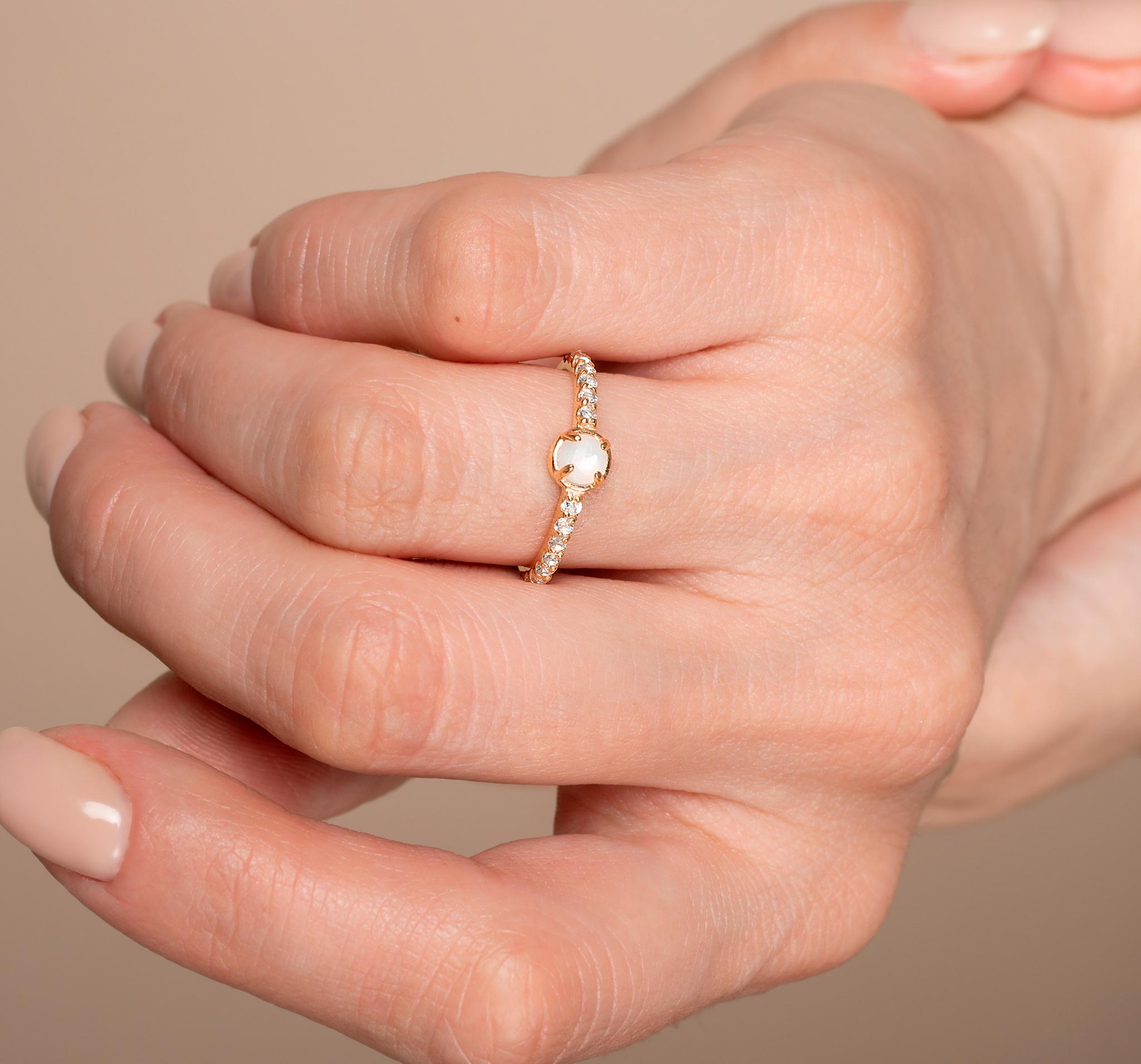 Кольцо с лунным камнем и с дорожкой из топазов в позолоте от BLAGENA