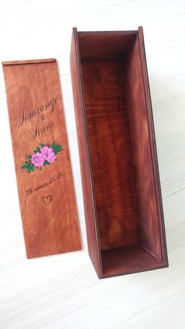 Подарочная коробка-пенал для вина или шампанского ДекорКоми, из дерева с гравировкой в цвете. Имена, дата, слова пожелания