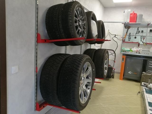 Крепления для хранения колес