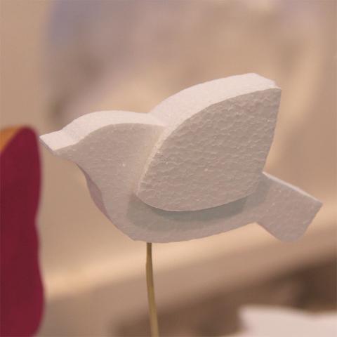 Птица из пенопласта фото