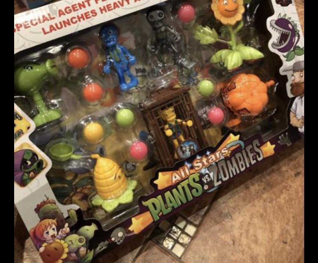 Набор персонАжей Зомби против растений