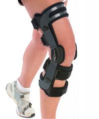 Легкий 4-точечный жесткий низкопрофильный ортез для разгрузки и коррекции вальгусно/варусной установки коленного сустава Oa adjuster DonJoy