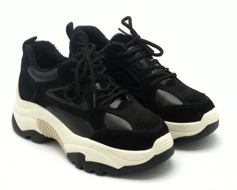 Кроссовки черные на массивной подошве