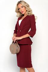 """<p>Умопомрачительный костюм """"Фламинго"""" в строгой цветовой гамме исключительно для деловой, успешной леди. Жакет с баской идеально подчеркнет Вашу талию. Юбка прямого кроя на резинке со шлицей. (Топ в комплект НЕ входит). <span>(Длина жакета 46 - 52 р&nbsp; 62 - 64 см)</span></p>"""