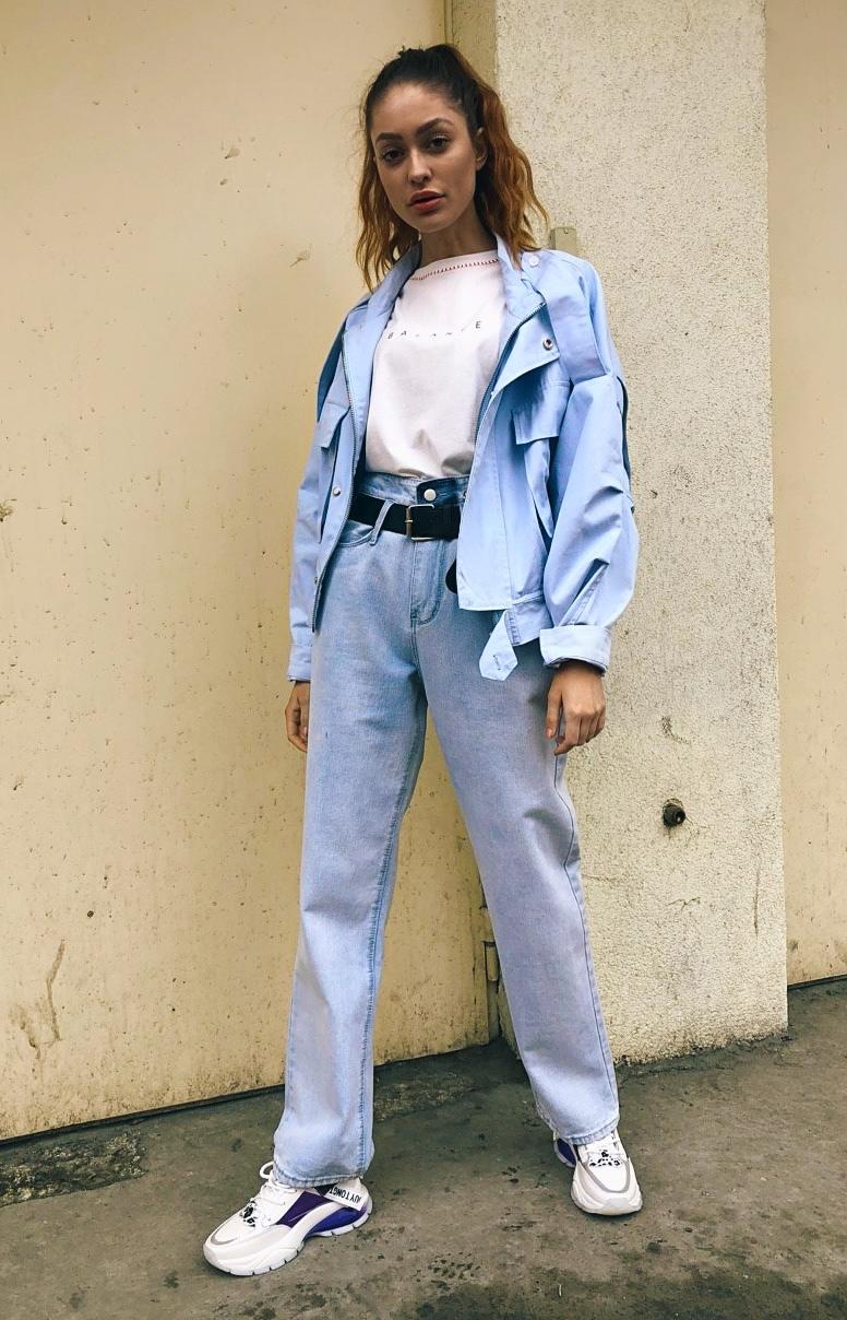 Широкие прямые джинсы