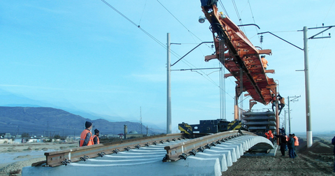 Проектирование, строительство, капитальный ремонт железнодорожных путей, включая повышенные участки путей для выгрузки инертных материалов