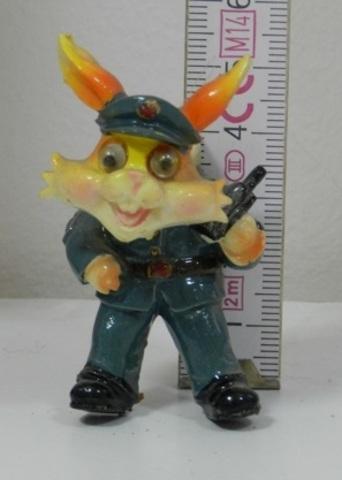 Магнит полистоун Кролик милиционер 290531