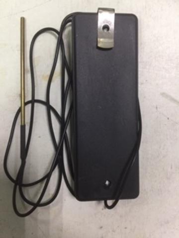 Тестер для проверки напряжения в электроизгороди.