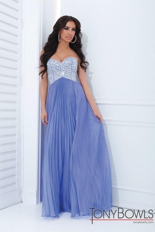 Tony Bowls 114730 Фиолетовое платье в пол, лиф украшен камнями, юбка длинная и пышная