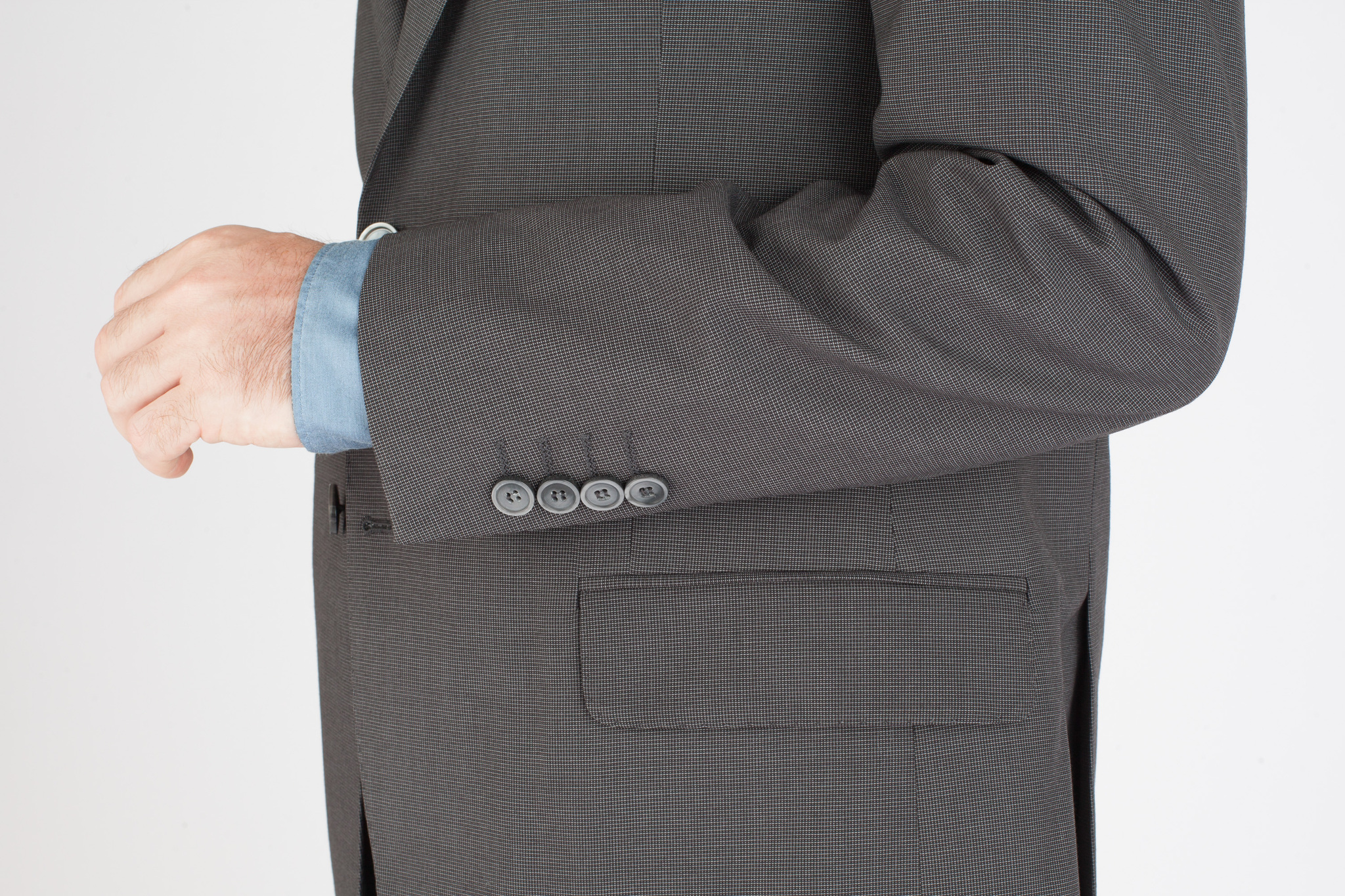 Серый шерстяной костюм в мельчайшую клетку-крапинку, накладной карман