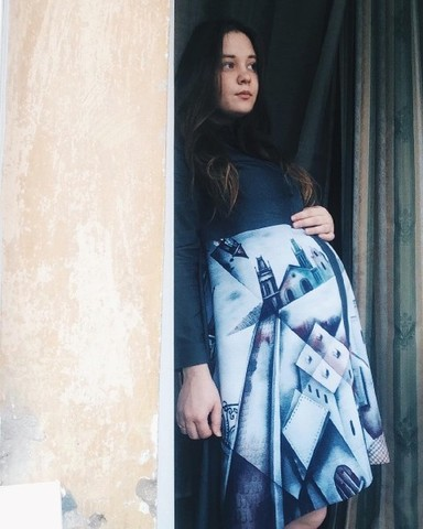 Очаровательная Дарья в платье-рубашке