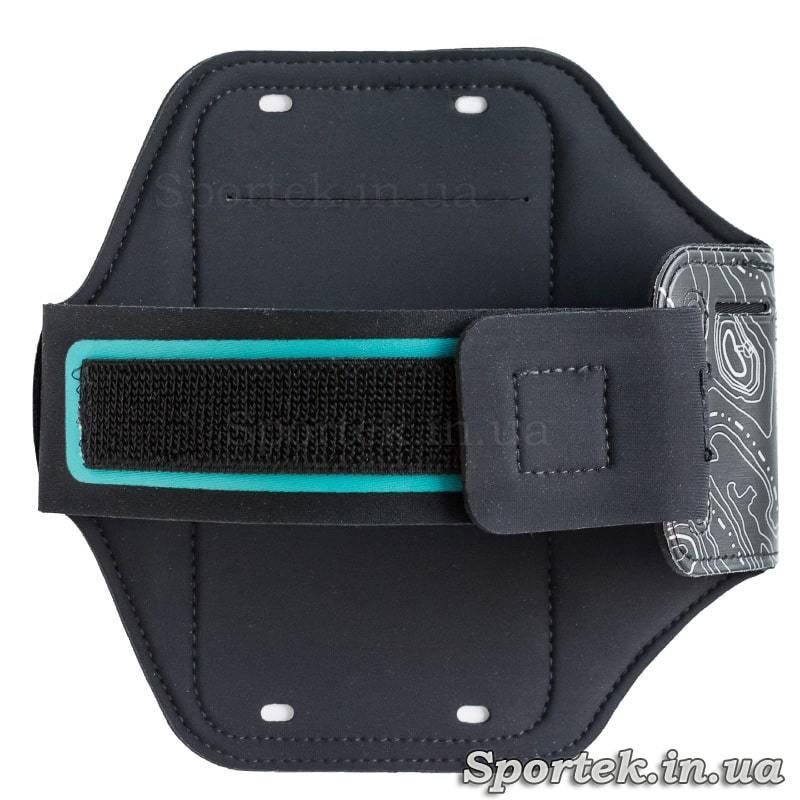 Вигляд ззаду на чохол для смартфона з екраном 5,5 дюймів і світлодіодним підсвічуванням ROMIX RH19 на руку