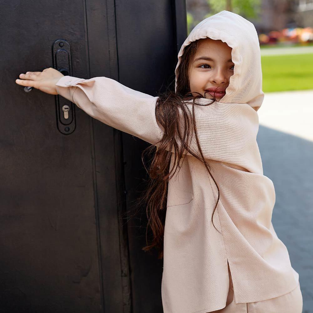 Дитячий костюм з льону для дівчаток в бежевому кольорі