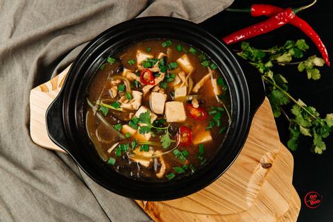 Суп со свининой и тофу кисло-острый