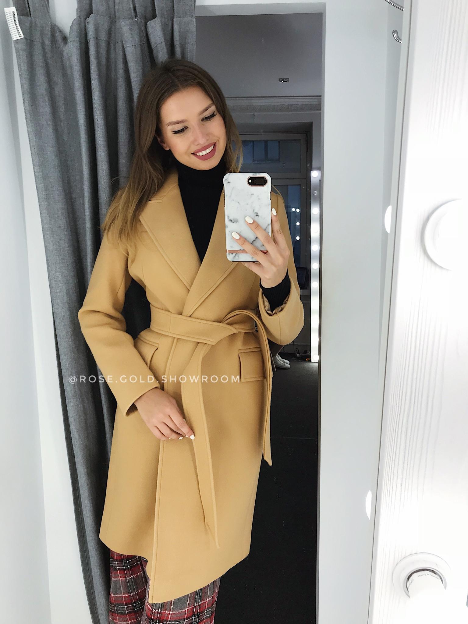 korotkoe-palto-karamel