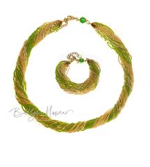 Комплект из бисера зелено-золотистый 24 нити
