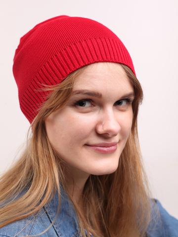 Красная демисезонная шапка