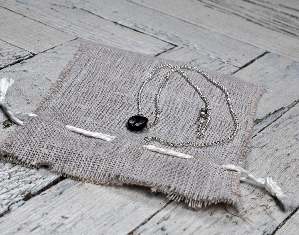 Кулон-подвеска полированное кофейное зёрнышко черненое из серебра 925 пробы.