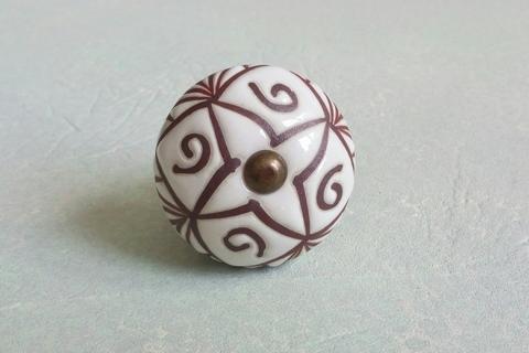 Ручка мебельная керамическая  - белая с графической гравировкой, арт. 00001008