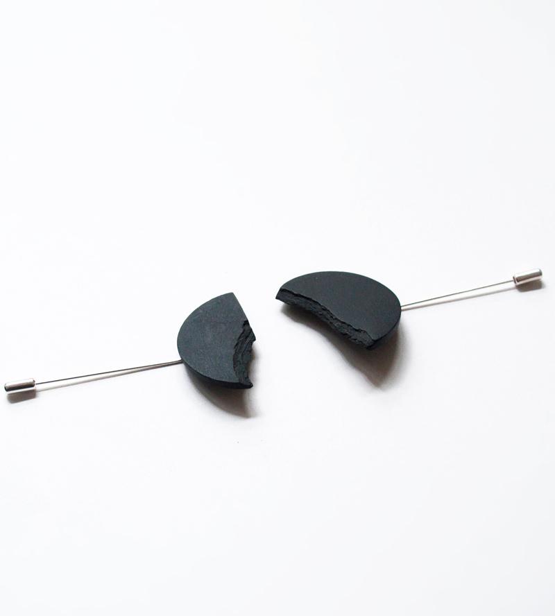 Брошь-Сircle-Black-от-DSNU1